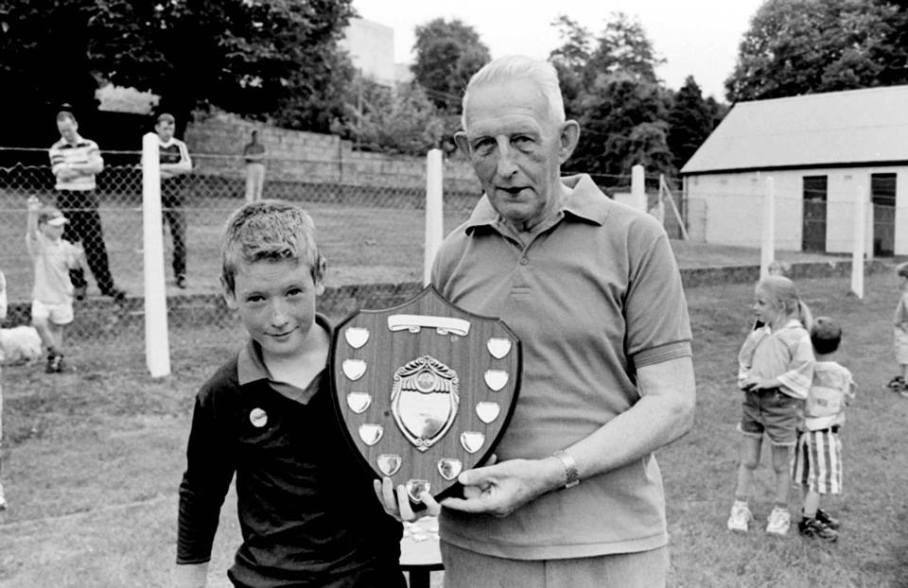 Memory Lane, Jim McCartan presenting the Fiddlersgreen Festival Shield to Twin Magee 1999